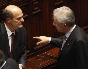 """Monti attento ai sondaggi, Bersani ai """"cazzotti"""" degli italiani"""